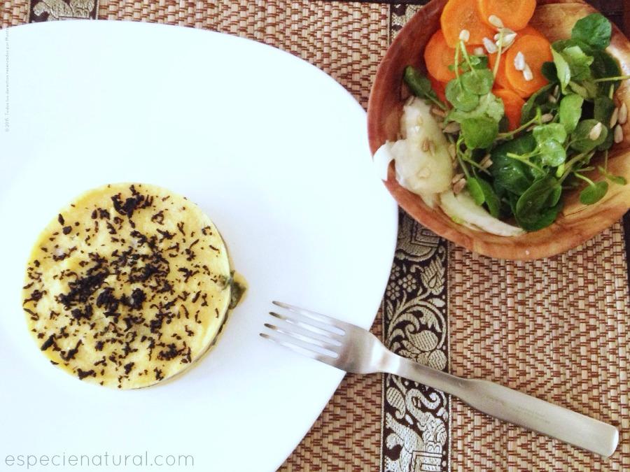 Timbal de polenta con setas y algas