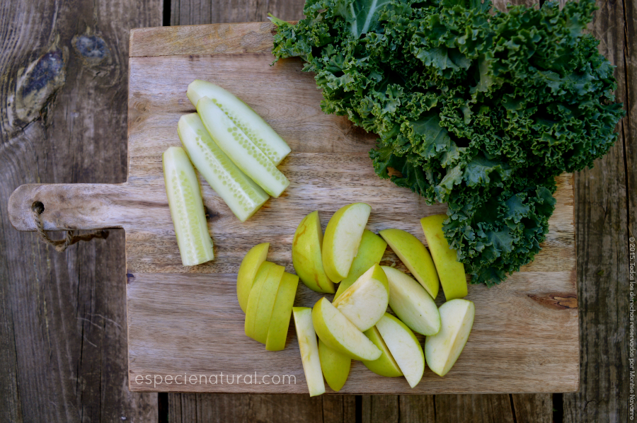 Jugo verde de manzana, pepino y kale
