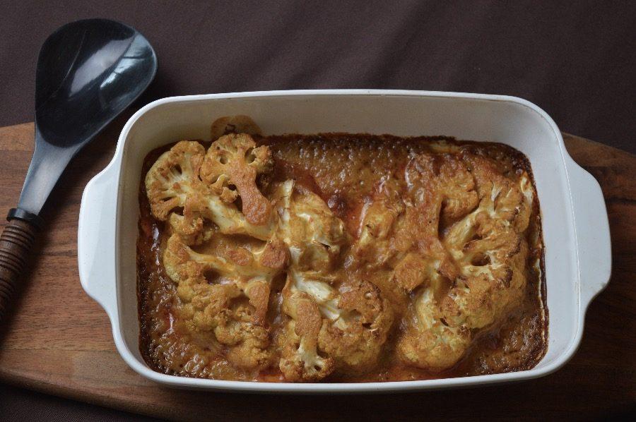 Coliflor asada con salsa satay a mi manera